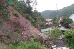 Núi lở ầm ầm đổ xuống đè sập nhà dân trong đêm ở Nghệ An