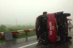 Xe khách lật nhào trên cao tốc Pháp Vân – Cầu Giẽ, 11 người thương vong