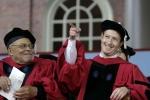 Bỏ học 12 năm, ông chủ Facebook vẫn nhận bằng tốt nghiệp Harvard