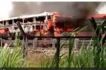 Xe khách bốc cháy dữ dội trên cao tốc, hàng chục người chạy tán loạn thoát thân