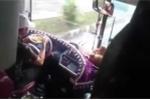 Tài xế vừa lái xe vừa ăn mỳ gói: Ủy ban An toàn Giao thông Quốc gia đề nghị xử nghiêm