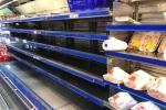 Chưa đến giờ đóng cửa 30 Tết, siêu thị ở TP.HCM đã được vét sạch hàng