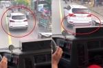 Clip: Xe cứu hỏa hú còi liên tục, ô tô Santa Fe quyết không nhường đường