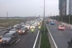 Ô tô xếp hàng dài vào trung tâm Hà Nội, cao tốc Pháp Vân ùn tắc nghiêm trọng