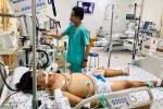 Bé trai mắc bệnh Hemophilia, 'muỗi đốt cũng có thể mất mạng'