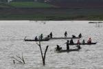 Tìm thấy 2 thi thể thương lái bị lật xuồng khi vuợt hồ Đại Ninh