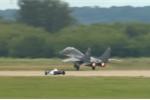 Video: Xe đua công thức 1 đọ tốc độ với tiêm kích MiG-29