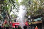 Video: 7 xe cứu hỏa cùng hàng chục chiến sĩ vật lộn chữa cháy 3 căn nhà ở Hà Nội