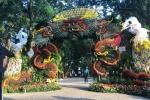 Video: Cặp rồng khổng lồ được tạo từ 1,2 tấn hoa quả ở Hà Nội