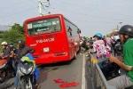 Xe khách Phương Trang đâm 7 xe máy trên cầu vượt: Một bé gái đã tử vong