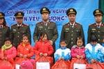 Chiến sỹ công an mang hơi ấm đến với học sinh nghèo Lạng Sơn trong ngày giá rét