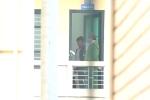 Video: Cảnh sát áp giải ông Đinh La Thăng tới tòa