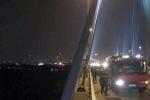 Đứng vệ sinh trên cầu Nhật Tân, người đàn ông rơi xuống sông Hồng mất tích