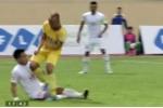 Thêm một tình huống vào bóng triệt hạ kiểu Samson ở V-League?