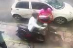 Clip: Cướp lao xe máy lên vỉa hè, giật điện thoại 'nhanh như một cơn gió'