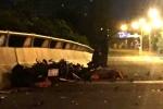 Chạy ngược chiều trên đường về quê, 2 công nhân tử vong dưới gầm xe tải
