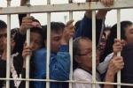 Video: Hàng ngàn người chen lấn xô đẩy đợi mua vé trận Việt Nam - Malaysia AFF Cup 2018