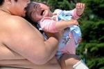 Ở nơi võ sĩ Sumo ra sức làm trẻ con khóc