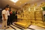 Khách sạn chi 140 tỷ đồng làm ngai vàng trưng bày ở sảnh