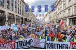 Anh: 100.000 nguoi phan doi Tong thong Donald Trump o London hinh anh 6
