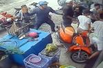 Video: Nhóm giang hồ lăm lăm hung khí tấn công căn nhà ở Sài Gòn