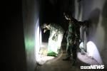 Ảnh: Công binh soi đèn nhặt đầu đạn thâu đêm sau vụ nổ ở Bắc Ninh