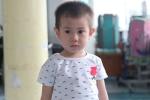 Bé trai 2 tuổi bị bỏ rơi trước cổng bệnh viện