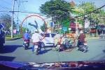 Clip: Phóng bạt mạng tông trực diện ô tô, người đi xe máy bắn văng lên trời