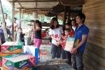 Clip: VTC News vượt lũ trao quà cứu trợ người dân miền Trung