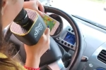 Clip: Nữ tài xế vừa lái xe vừa hát karaoke khiến người xem thót tim