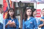 Tuyển sinh vào lớp 10 ở Hà Nội: Bánh mỳ, nước lọc miễn phí tiếp sức cho học sinh, phụ huynh