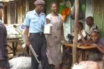 Cảnh sát Kenya mang vũ khí truy lùng người dùng túi ni-lông