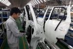 Bộ ngành cãi nhau: Doanh nghiệp ô tô lo phá sản, dân mua xe giá chát