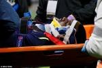 Cầu thủ Everton ngã gãy cổ, suýt chết ngay trên sân
