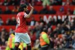 Phil Jones quả cảm, Falcao vẫy tay chào Old Trafford