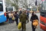 Người dân lỉnh kỉnh đồ đạc trở lại Thủ đô chiều mùng 4 Tết
