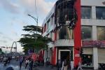 Cửa hàng xe máy bốc cháy trong ngày vía Thần Tài