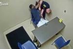 Nghi phạm giết người giật súng của cảnh sát ngay trong phòng hỏi cung