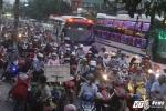 Bến xe quá tải, phố Sài Gòn chật cứng ngày làm việc cuối cùng năm 2017