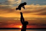 Bộ tranh đơn giản mà ấn tượng: 'Trở thành cha có nghĩa là…'