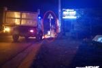 Xe máy tông cột biển báo giao thông, 2 vợ chồng thương vong trên đường đi đám tang về