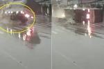 Phóng nhanh trên đường trơn, xe tải 'gặm' nát dải phân cách rồi lật nhào
