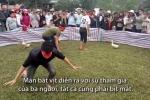 Cười sặc với trò bịt mắt bắt vịt, bắt lợn ở hội chùa Hương Tích, Hà Tĩnh