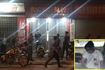 Người đàn ông cầm vật nghi là súng cướp tiệm vàng ở Hà Nội