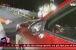 Clip: Ôtô bị ném đá rào rào trên cao tốc Hà Nội - Hải Phòng