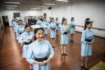 Đột nhập lớp học cười, đi đứng gian khổ để thành tiếp viên hàng không
