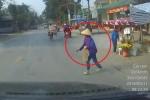 Đăng clip trách phụ nữ sang đường ẩu, tài xế bị dân mạng 'ném đá'