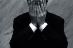 Bị nữ đồng nghiệp quấy rối tình dục, người đàn ông treo cổ tự tử