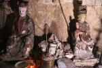 Video: Cảnh hoang tàn bên trong ngôi chùa cổ có tượng làm bằng đất ở Hà Nội