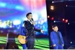 MC Nguyen Khang cung Son Tung MTP 'dot chay' san khau hinh anh 2